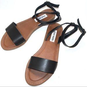 STEVE MADDEN DAIRR Black Faux Leather Sandal Sz 7M